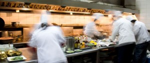 restaurant-kitchen-chefs-amcqhgl9