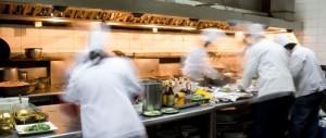 restaurant-kitchen-chefs-amcqhgl9